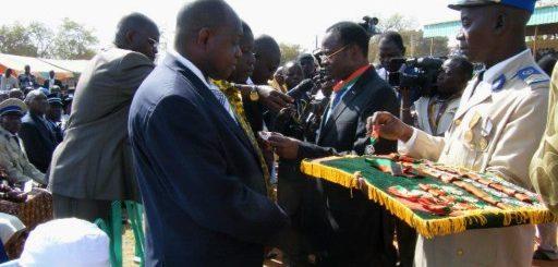 Remise de décoration, Burkina Faso