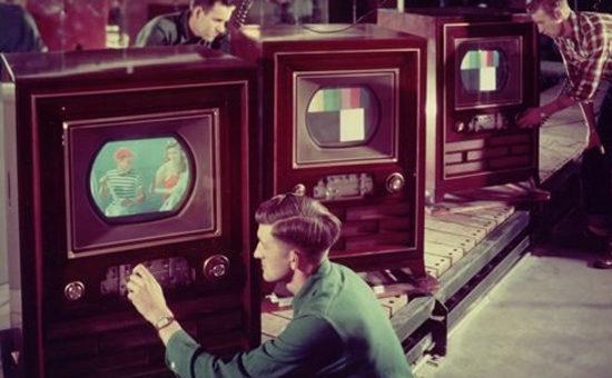 Chaîne de montage de télévisions
