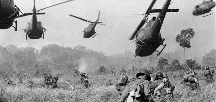 Hélicoptères durant la guerre du Vietnam, source inconnue